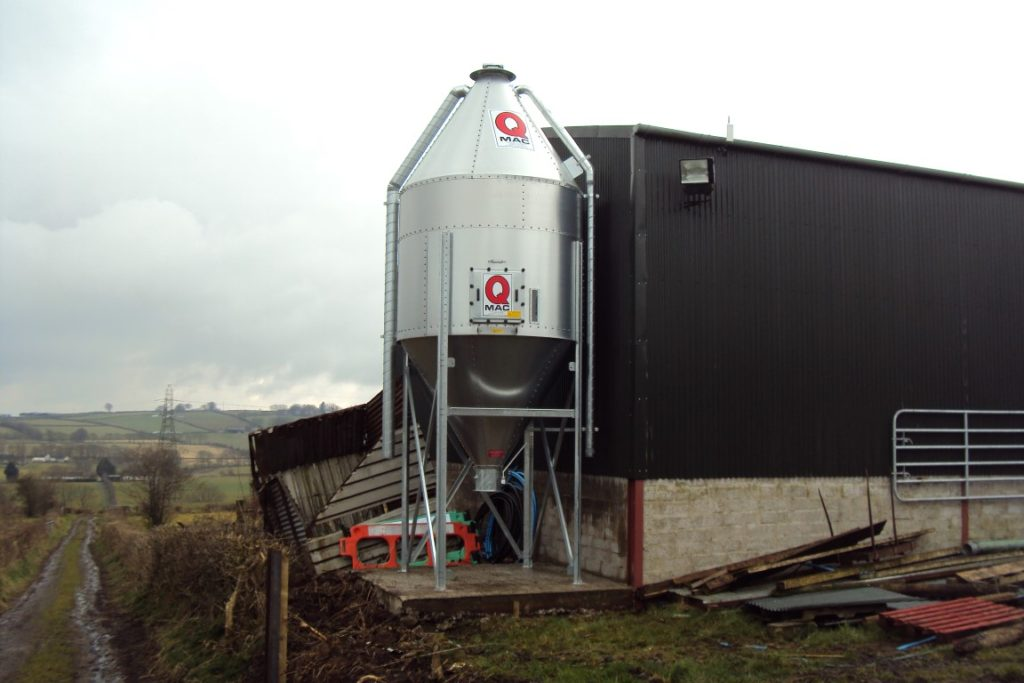 QMAC 7 Tonne Center Discharge for Bagging or Barrow Outlet Suitable for Auger at Later Date